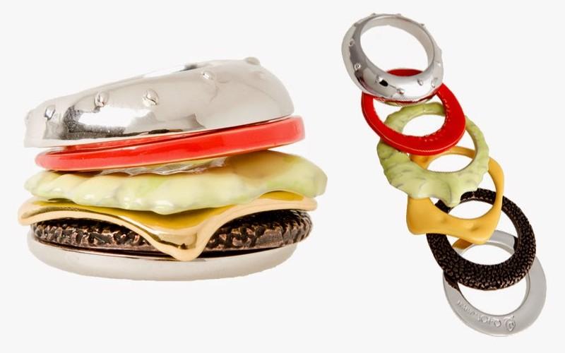 15. Чизбургер Украшение в виде чизбургера, которое состоит из шести колец.
