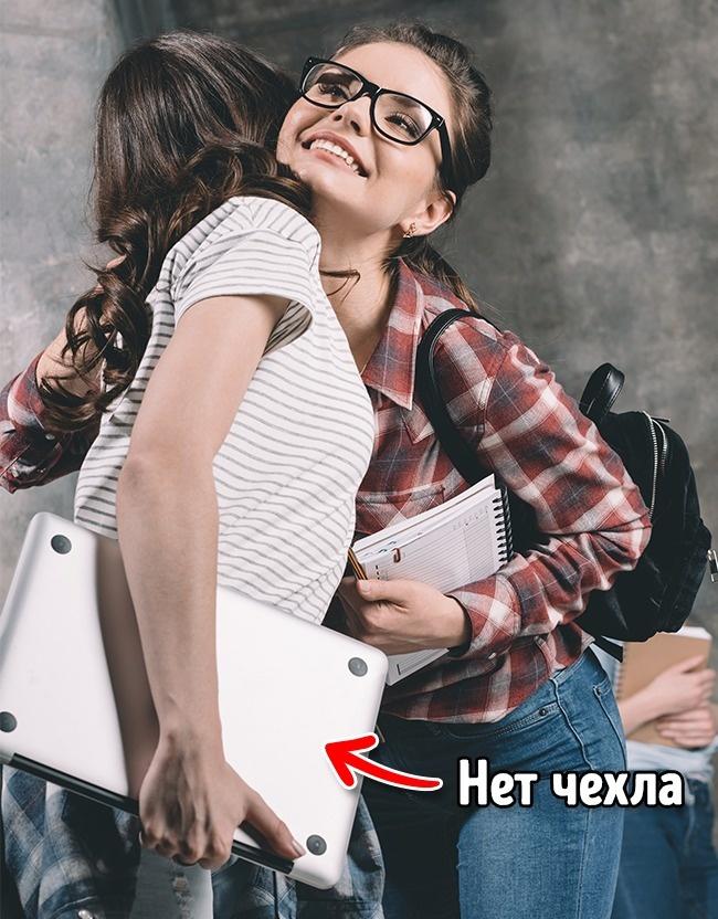 © Depositphotos     Чехол исумка для ноутбука должны быть мягкими инеиметь твердых угл