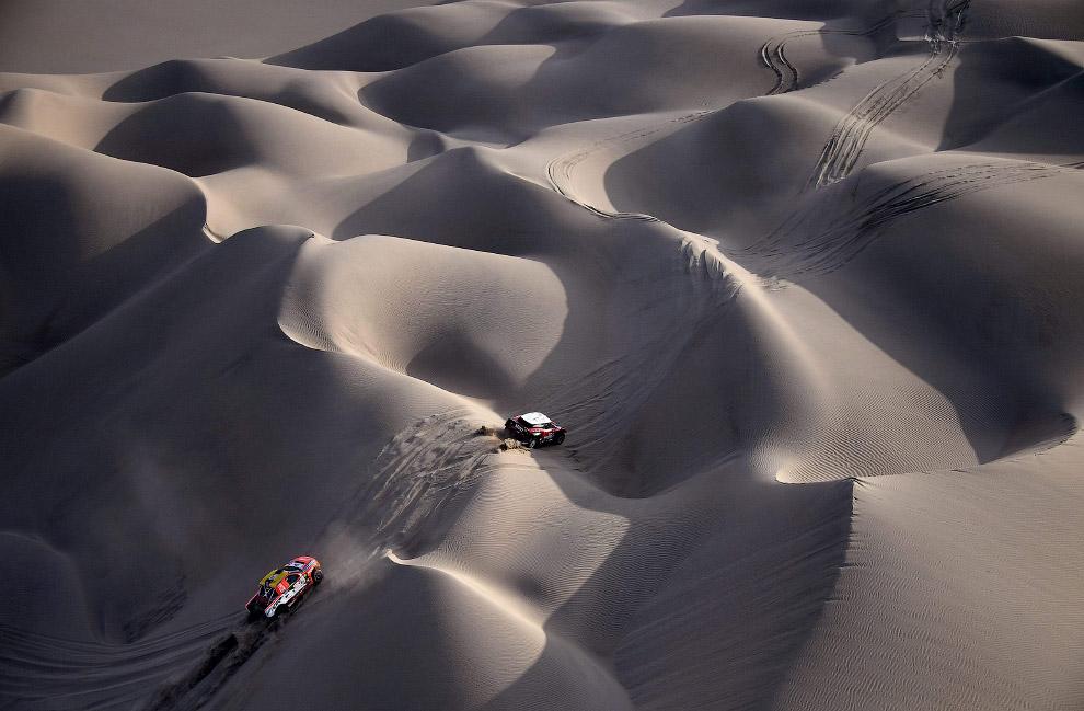 26. Экстремальный проезд по дюнам. (Фото Franck Fife):