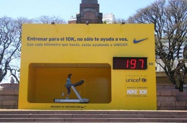 © Nike      13. Такие зеркала втуалетных комнатах установила компания Prive, чтоб