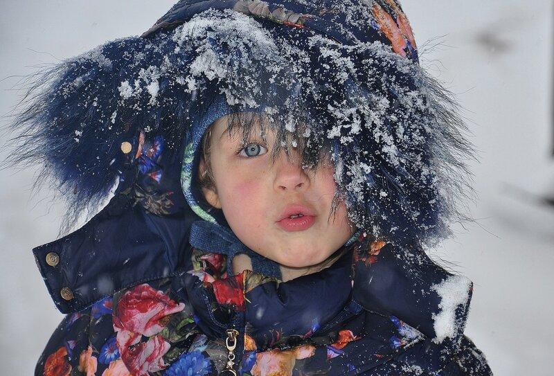 Зима раскрыла снежные объятья