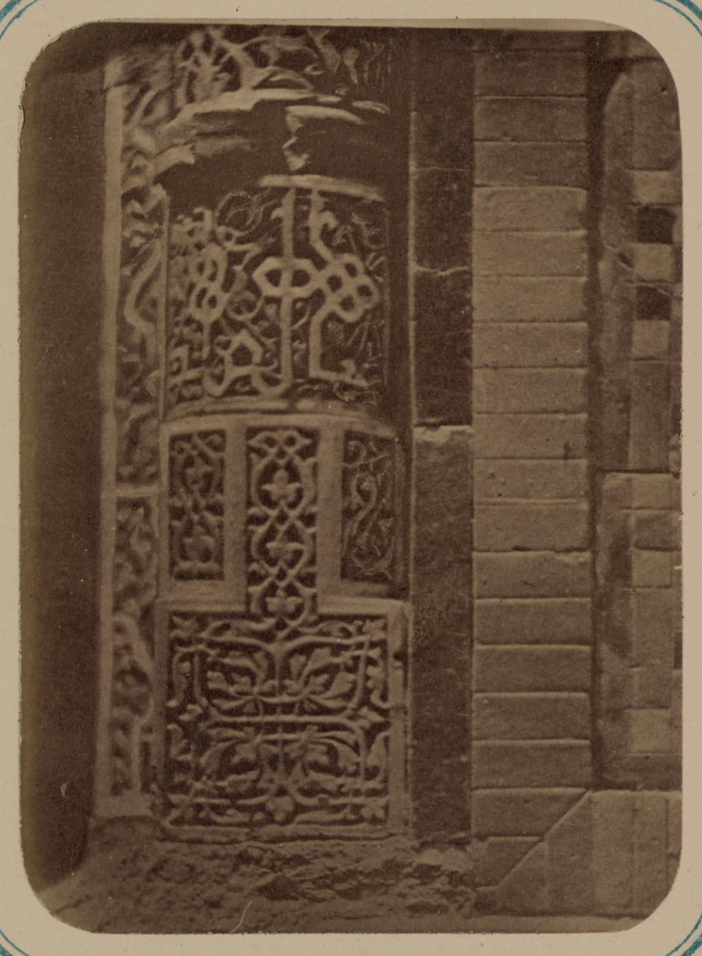Мавзолей дочери Тамерлана Туглу-Текин. Основание колонны