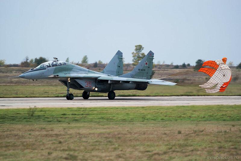 Микоян-Гуревич МиГ-29УБ (RF-92270 / 36 красный) ВКС России 0244_D805959