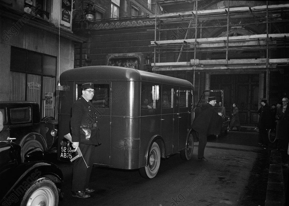 Einsatzfahrzeug der Polizei in Paris 1952 / Foto - -