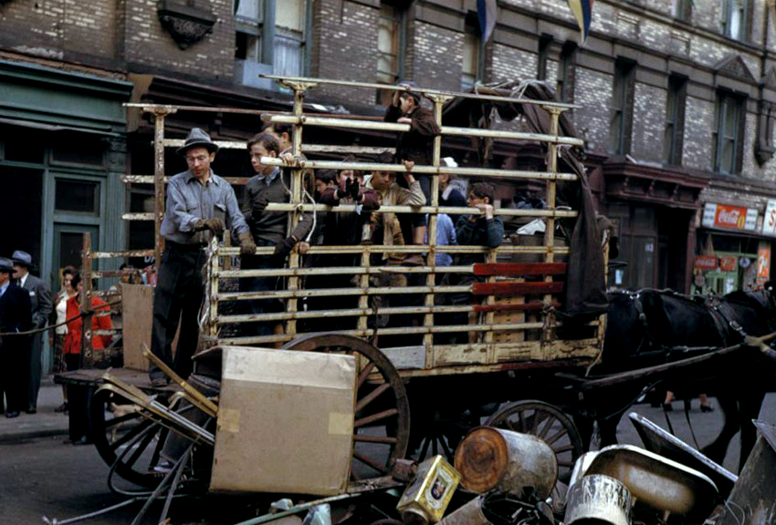 Collecting-the-salvage-on-Lower-East-Side-19421.jpg