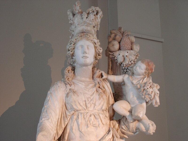 Istanbul_-_Museo_archeol._-_Tyche_e_Plutone_-_sec._II_d.C._-_Foto_G._DallOrto_28-5-2006.jpg