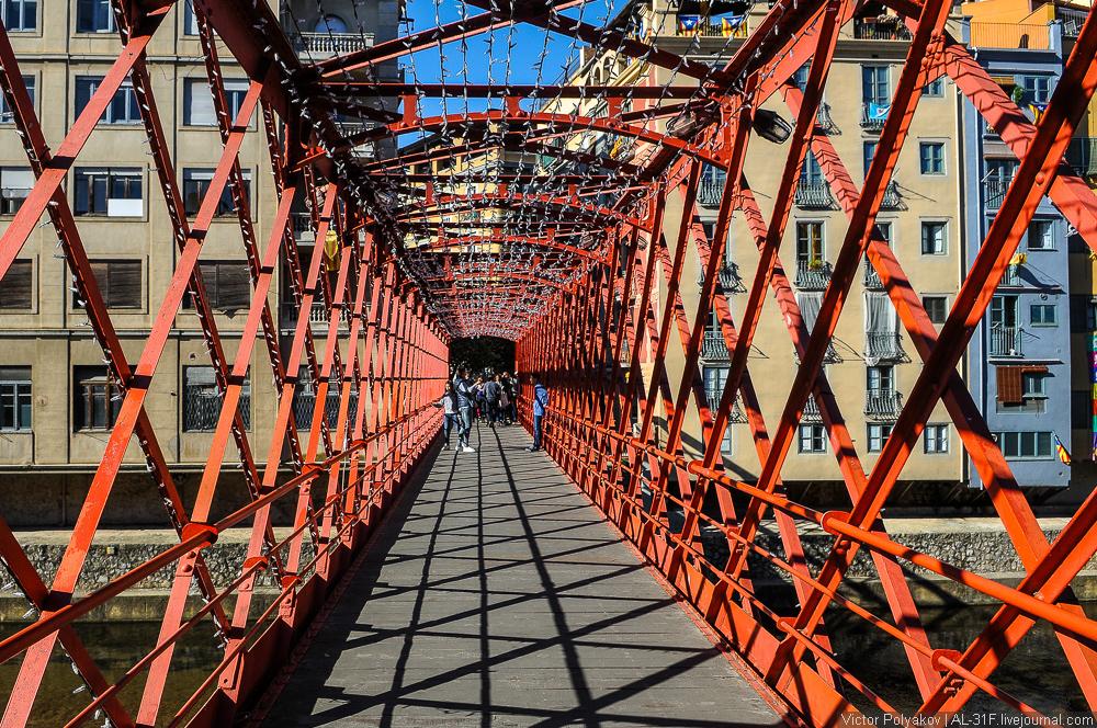 Жирона. Железный мост