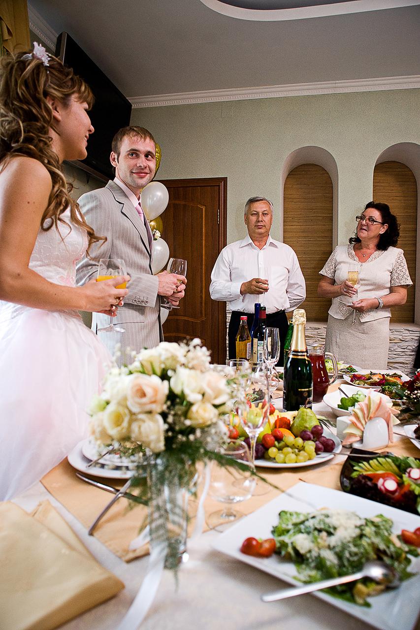 Печать свадебных фотографий. Может быть включена в стоимость печать какого-то количества фотографий.
