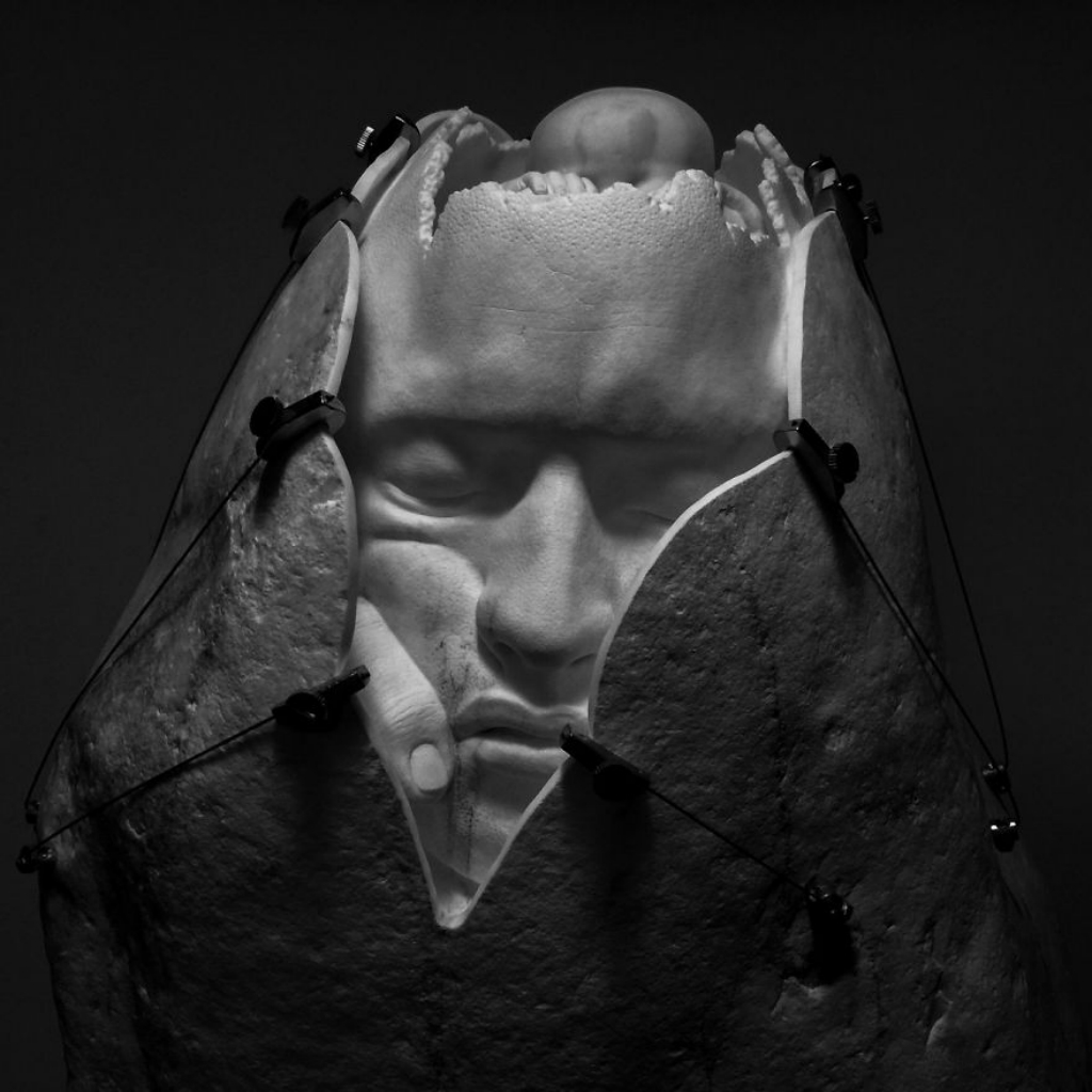JAGO-Memoria-di-se-2015-sasso-di-fiume-marmo-statuario-5-1200x1200-5a837c58f379a__880.jpg
