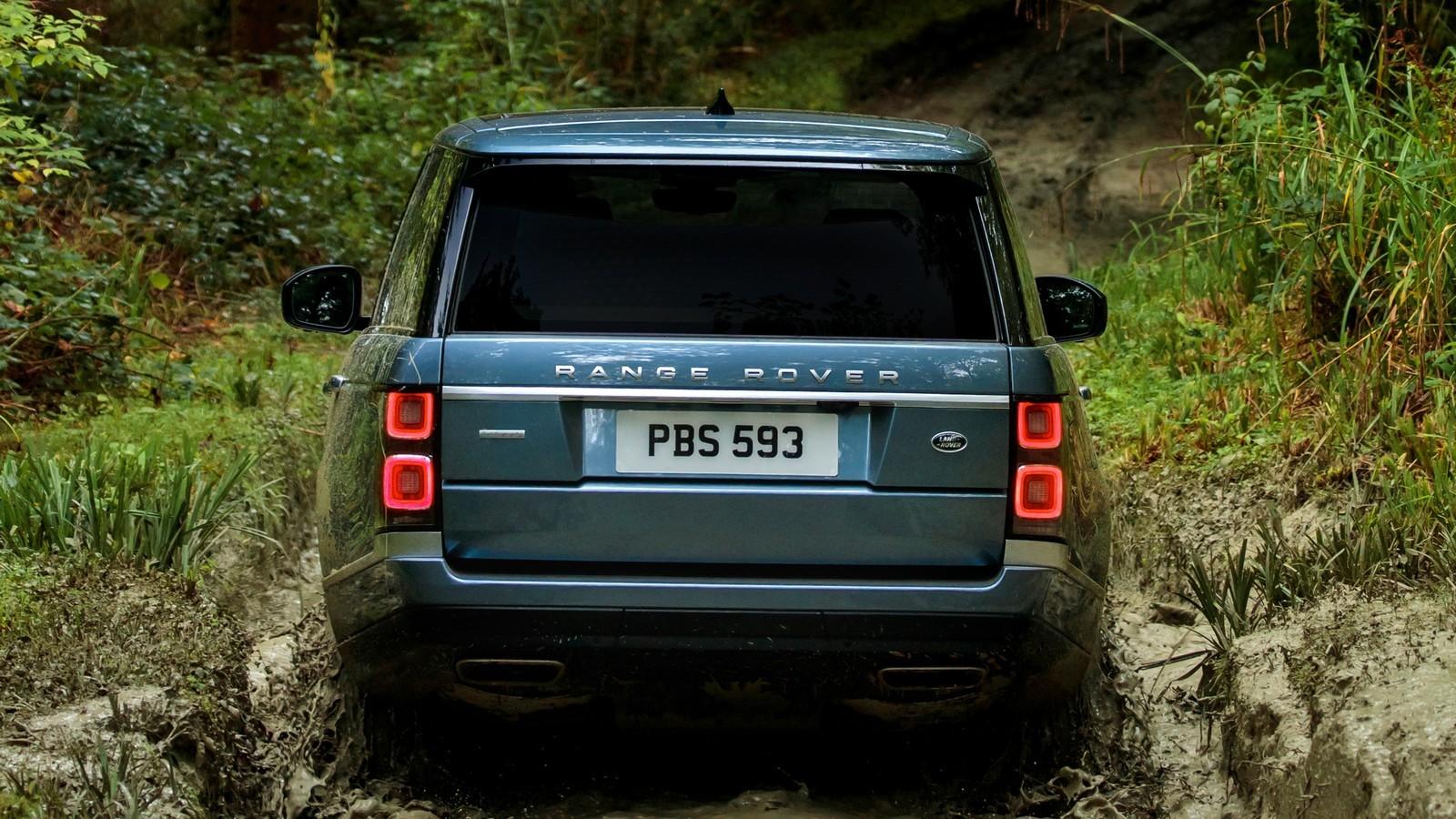 В процессе обновления Range Rover получил переработанный интерьер, стилистику которого привели в соо