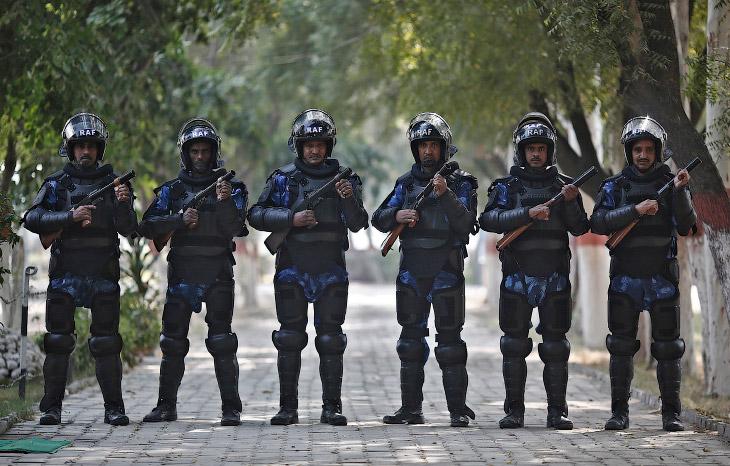 2. Полицейские Италии. (Фото ALESSANDRO BIANCHI):