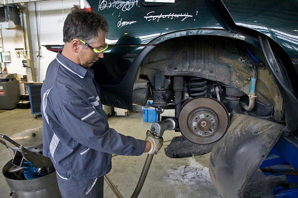 У некоторых автомобилей двигатель извлекается для дальнейшего использования: