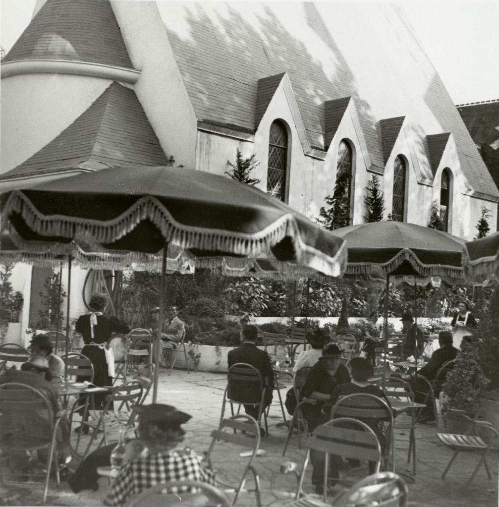 Павильон долины Луары. Кафе. Терраса