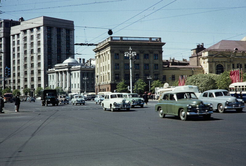 1959 Охотный ряд в Москве. Harrison Forman.jpg
