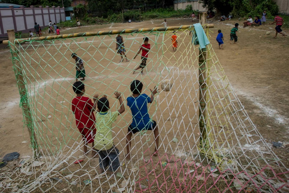 Веселый день независимости Бирмы января, Бирма, независимости, перетягивание, свежем, развлечения, веселые, другие, проводят, мукой, друга, обсыпают, каната, устраивают, подушками, Мьянма, играми, подвижными, празднуют, традиционно