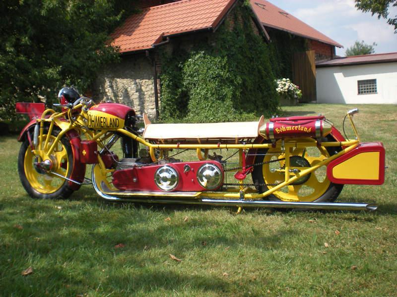 Мотоцикл на троих