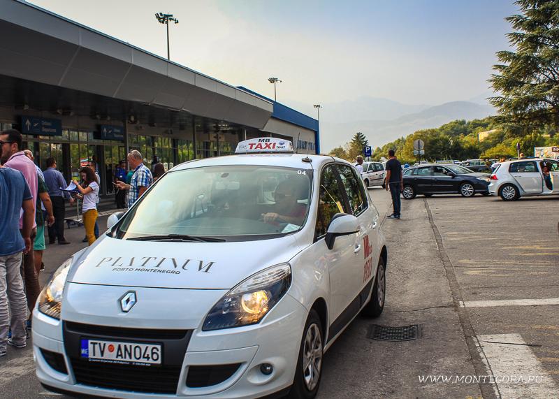 В аэропорту Тивата можно не брать такси, а добраться до нужного курорта на автобусе