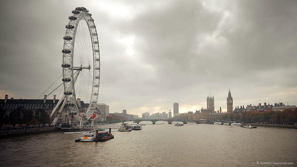 Лондонский глаз имеет 32 полностью закрытые и кондиционируемые кабинки для пассажиров (символизируют