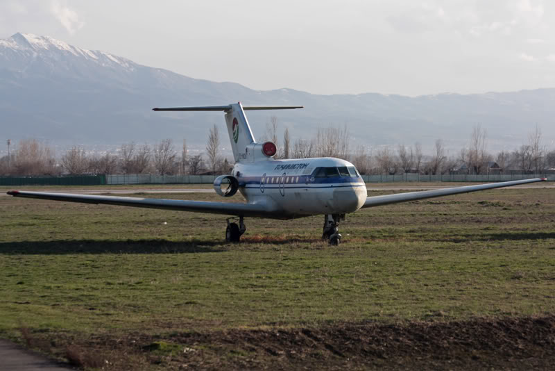 Yak-40_EY-88267_Tajic_Air_2_DYU_for-1.JPG