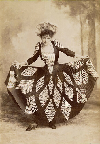 Lottie_Collins_dress.jpg