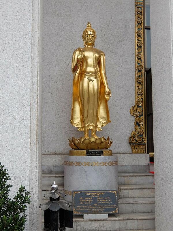 Бангкок - Статуя Будды в Ват Сакет