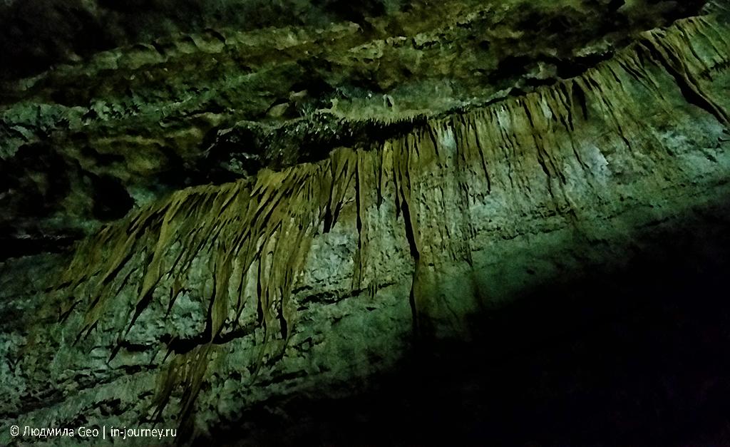 Сталактиты и сталагмиты Новоафонской пещеры