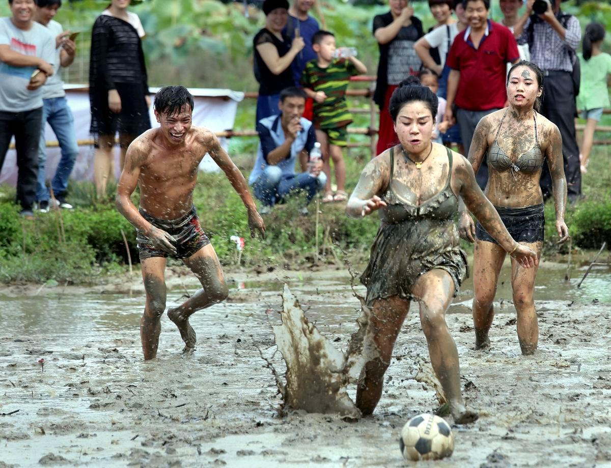 Даешь грязные игры!: Китайский футбол посреди рисового поля