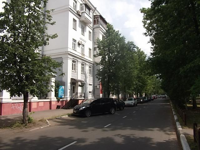 Sverdlova_Street_in_Yaroslavl.jpg