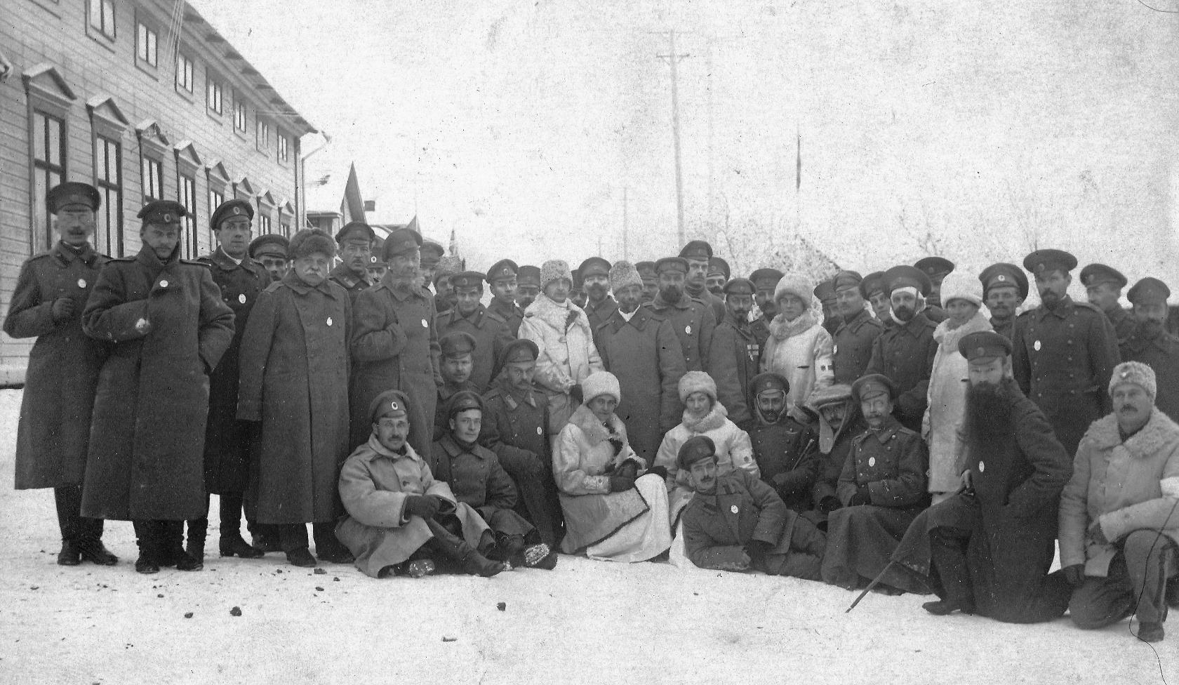 1913. Свияжский пехотный полк. Горбунов Евгений Петрович (полулежит на переднем плане)
