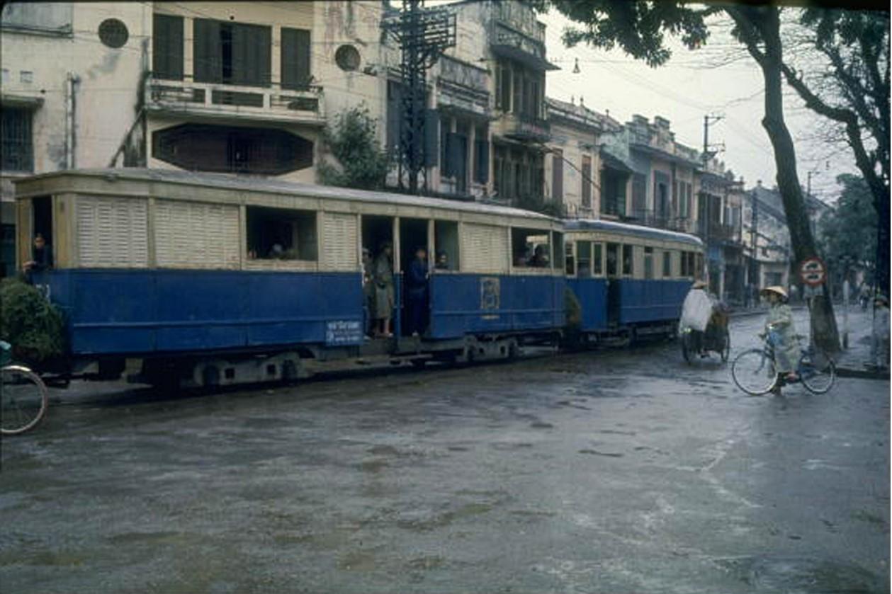 Трамвай в центре Ханоя