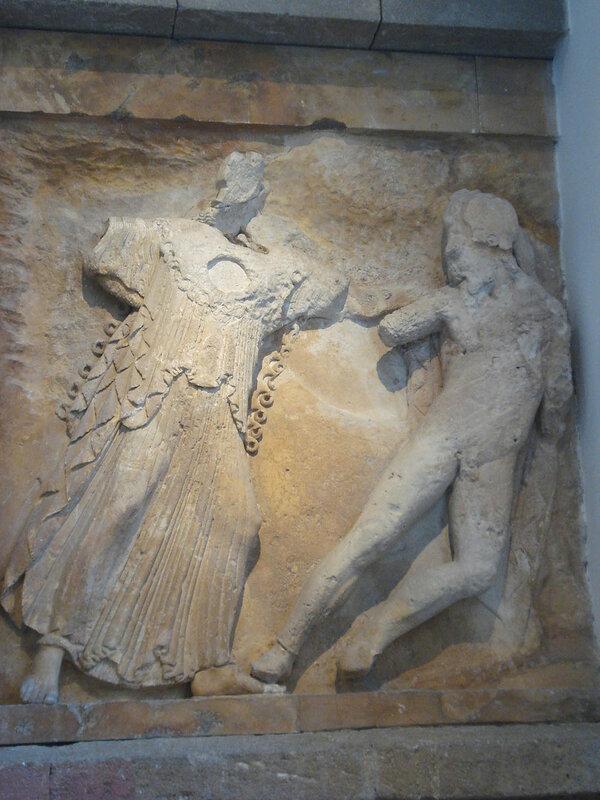 016-Афина убивает титана Энкелада.jpg