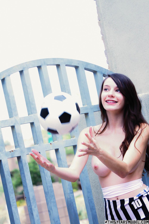Симпатичная футболистка Rylee Marks