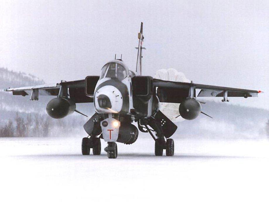 Увлекательные кадры: военные самолеты зимой