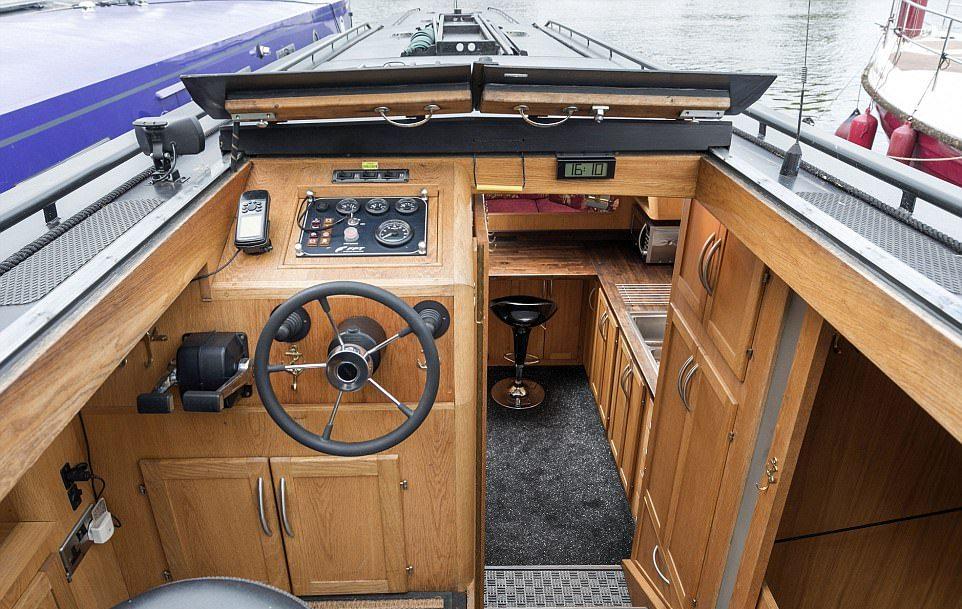 Британские пенсионеры продают комфортный плавающий дом лодка, лодке, лодки, путешествий, пенсию, решили, Мэйсон, просто, после, этого, можно, этому, Здесь, судна, плавающий, жизнь, провести, лечения, должен, Интересно