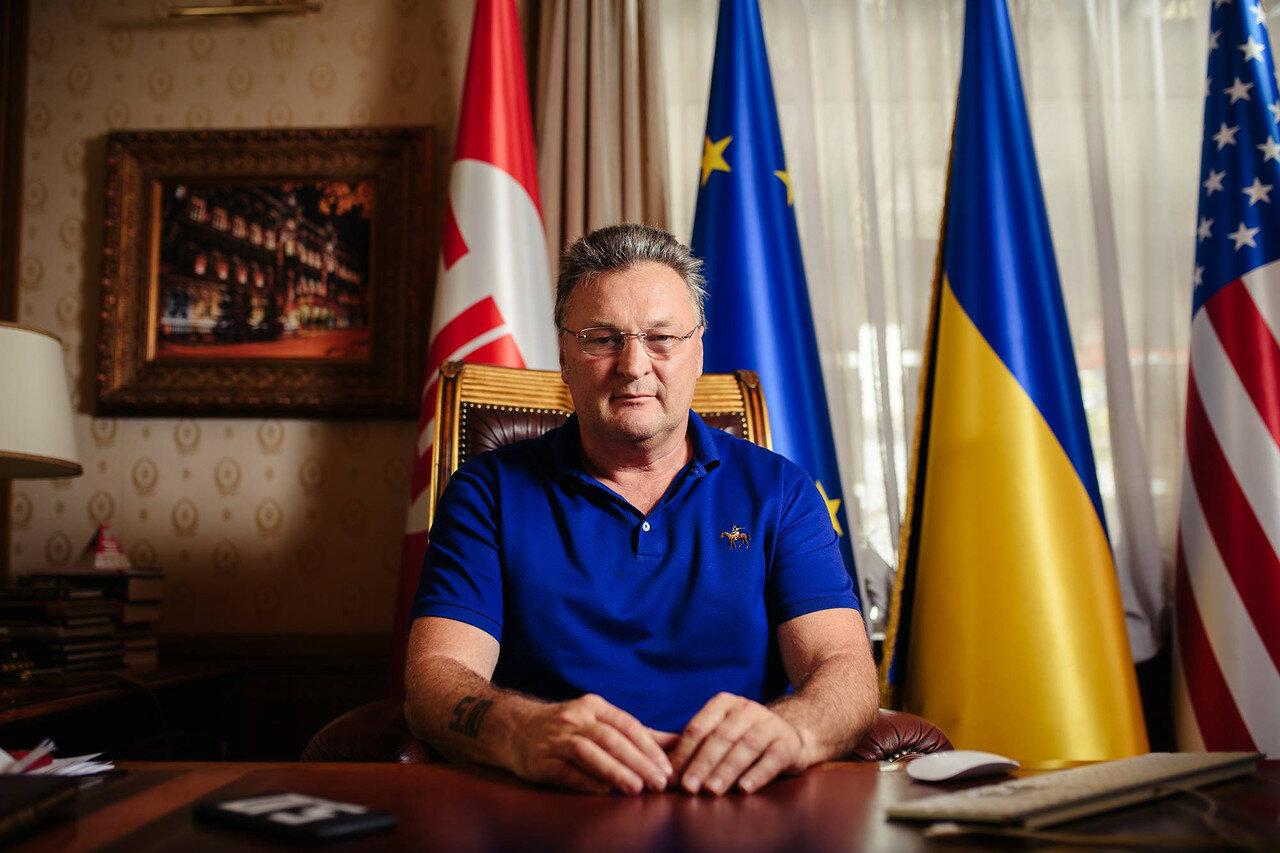 Украинец переобулся по Крыму