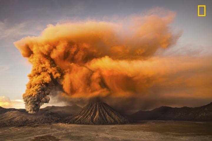 Категория «Природа», поощрительная премия — действующий вулкан Бромо. Фото: Reynold Riksa Dewantara