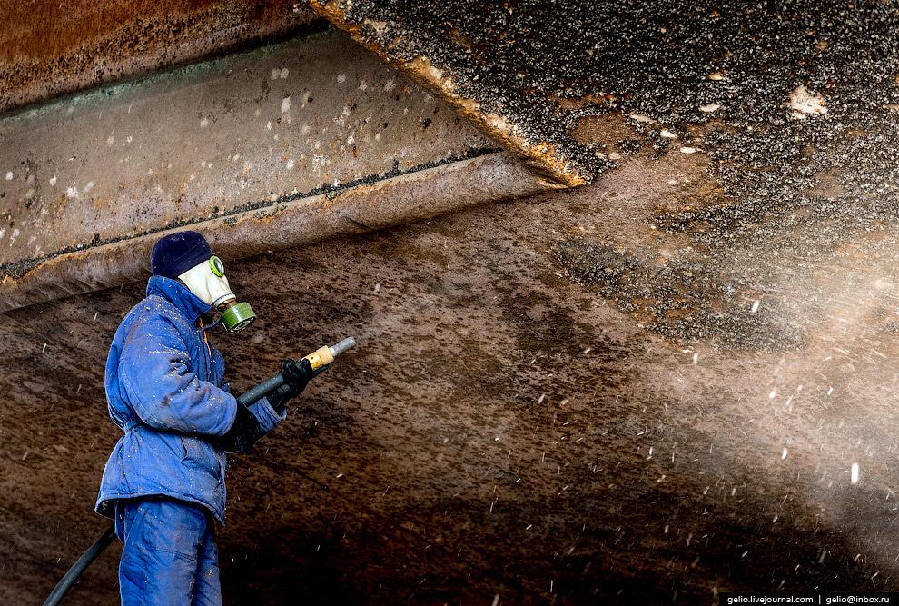 66. Плавучий кран «Волгарь» — однокорпусный, несамоходный кран длиной 86 метров.  Перегрузочный
