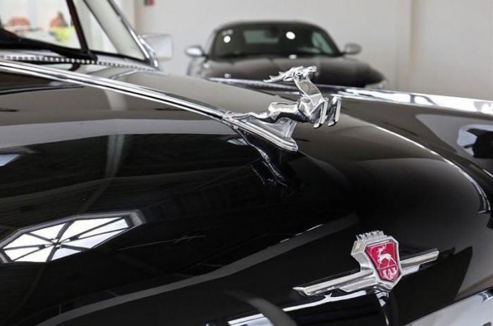 Под капотом авто расположен оригинальный мерседесовский 5,5-литровым агрегатом V12 мощностью 500 л.с