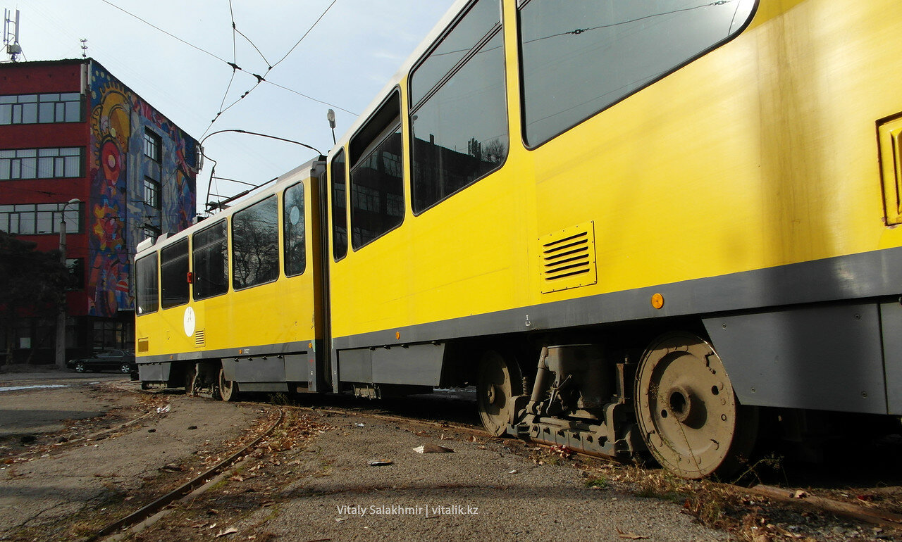 Трамвайные колёса.