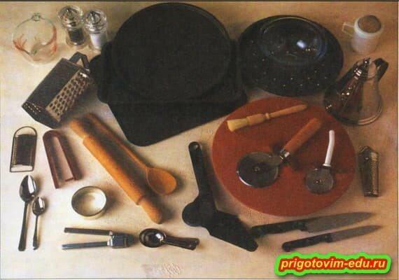 Посуда и приспособления для приготовления пиццы.