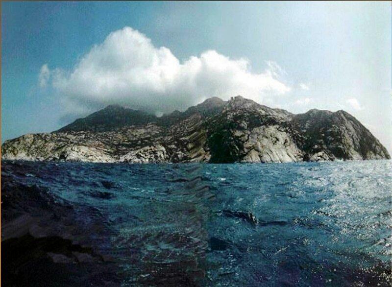 У острова Монтекристо в море Средиземном (3).jpg