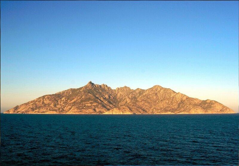 У острова Монтекристо в море Средиземном (4).jpg