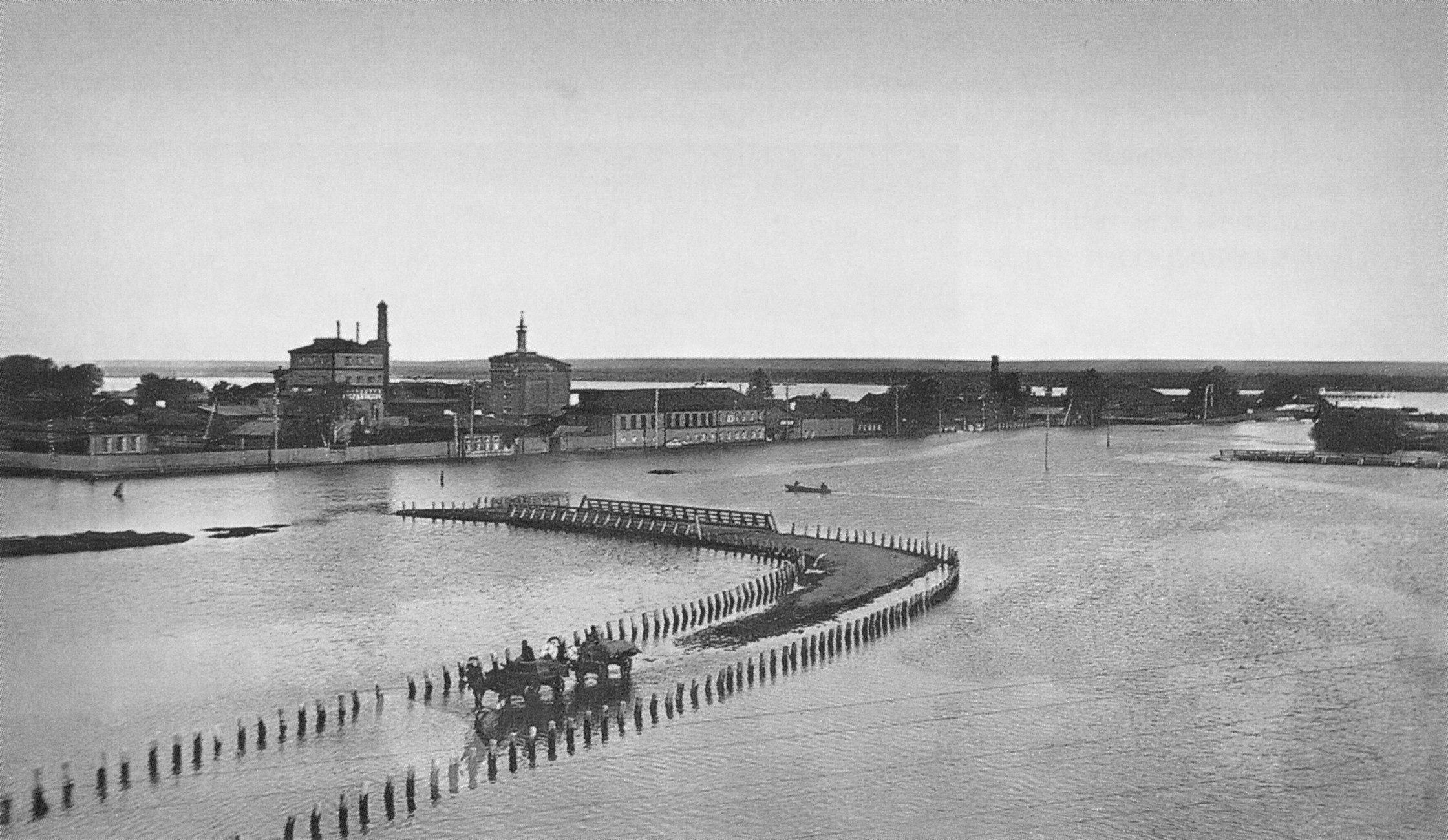 Заимка в период наводнения. 1914