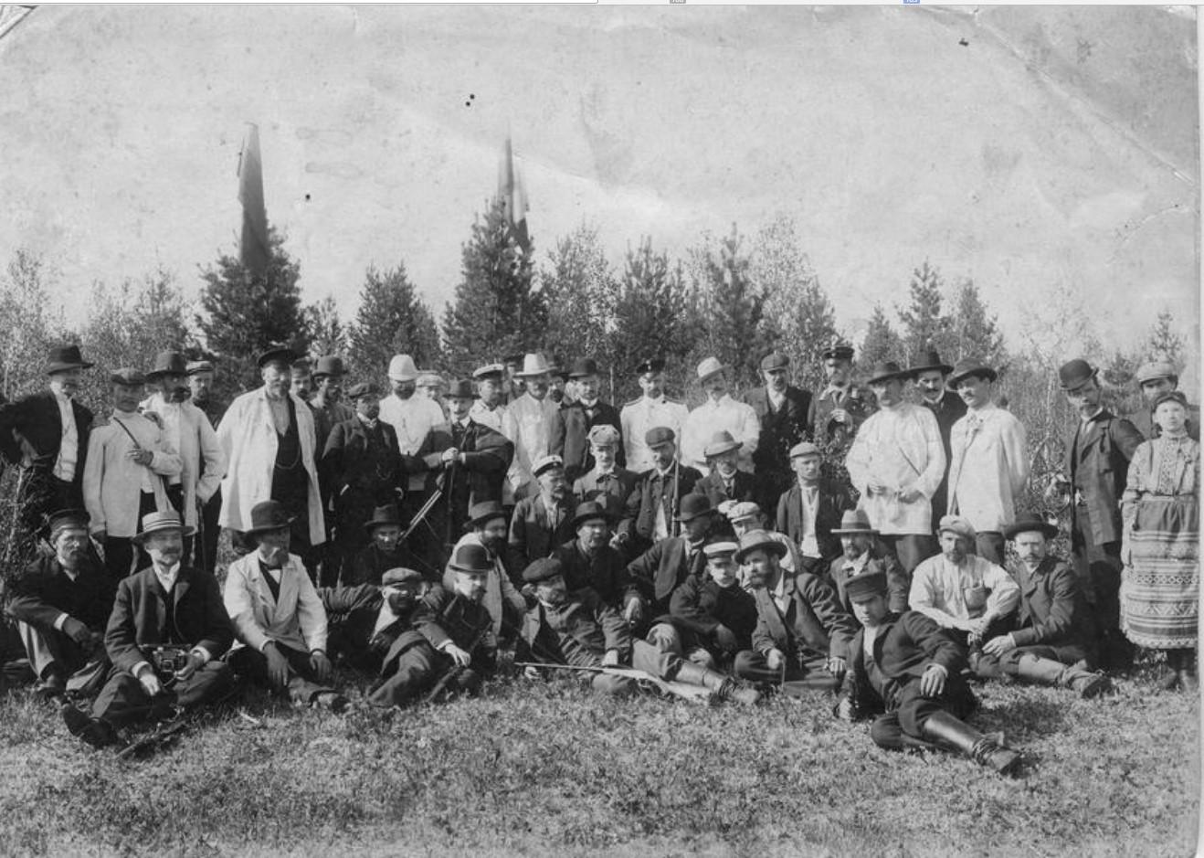 Члены общества любителей охоты на стрельбах. 1910-е