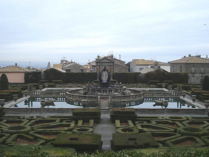 021-нижний сад с фонтаном Четырех мавров.jpg