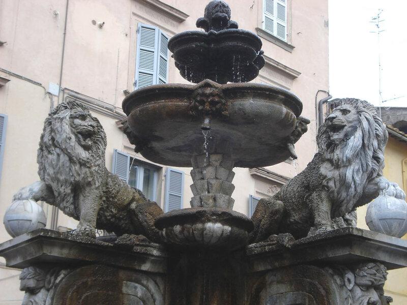 042-фонтан на пьяцца Эрбе.jpg