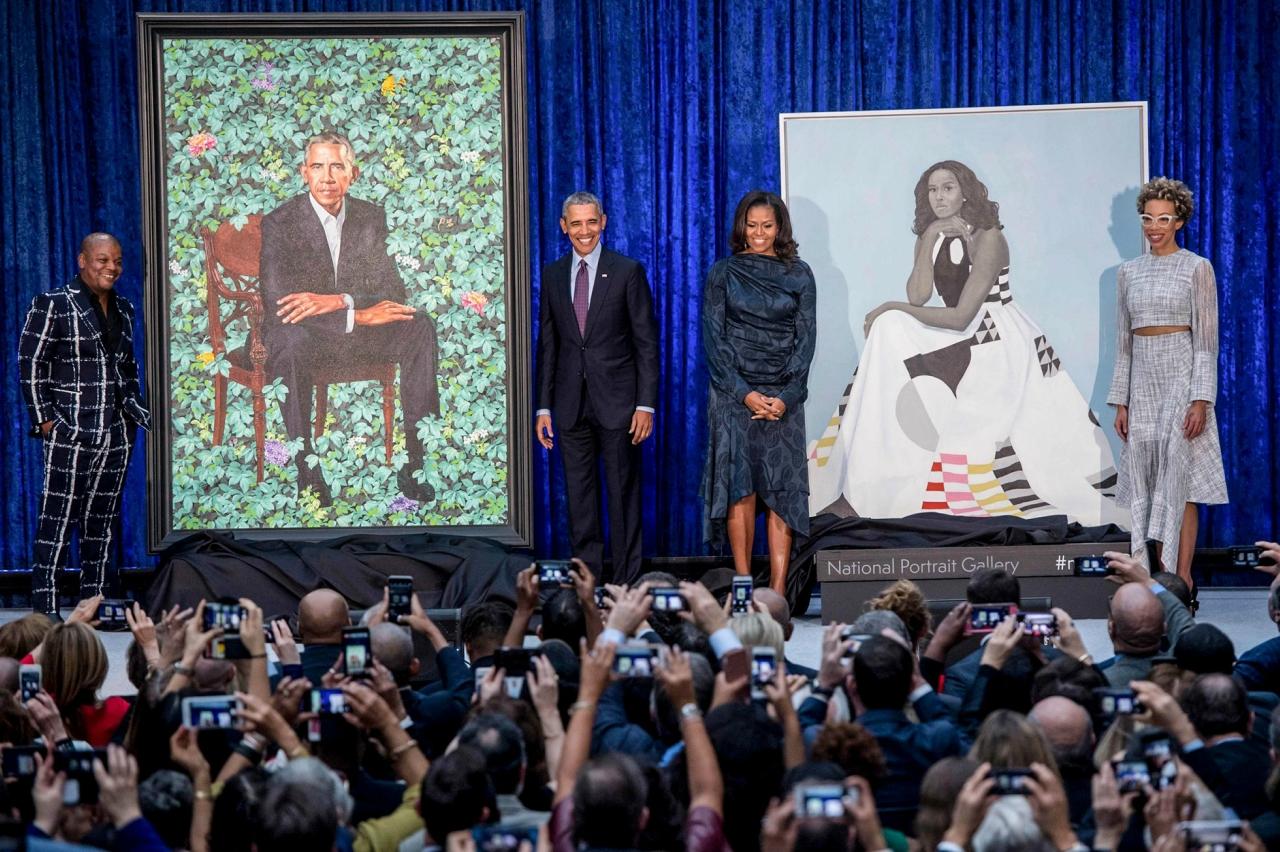 На что намекает официальный портрет Обамы