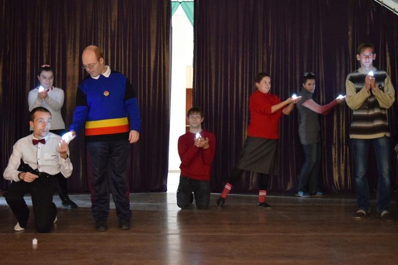 Особые дети Алчевской духовной лечебницы провели концерт, посвященный Международному дню инвалидов