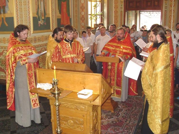 Божественная Литургия в храме мучениц Веры, Надежды, Любови и матери их Софии г. Алчевск