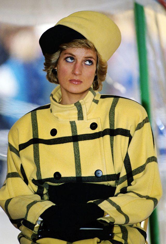 7. Будучи беременной принцем Уильямом, принцесса Диана упала с лестницы   В 1982 году Диана зас